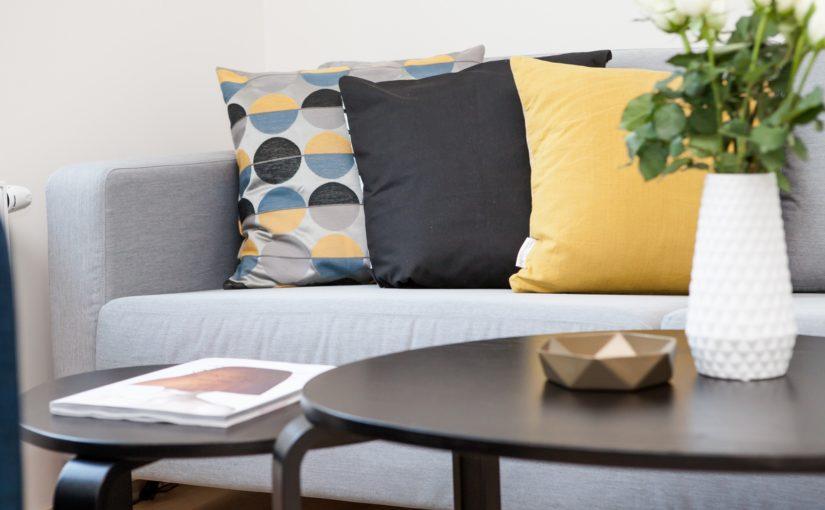 Kanapa, sofa, a może narożnik pokojowy- co wybrać do salonu?